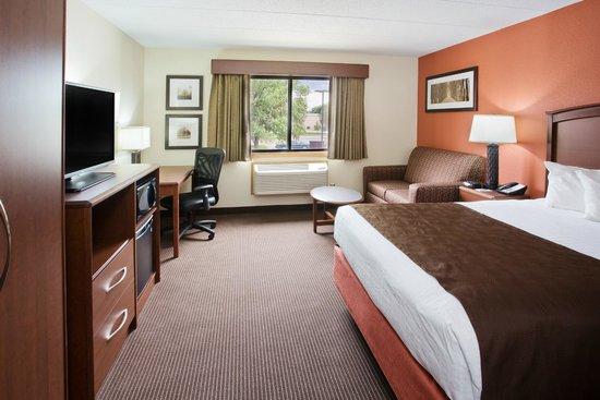 AmericInn Hotel & Suites Grand Forks: standard king room