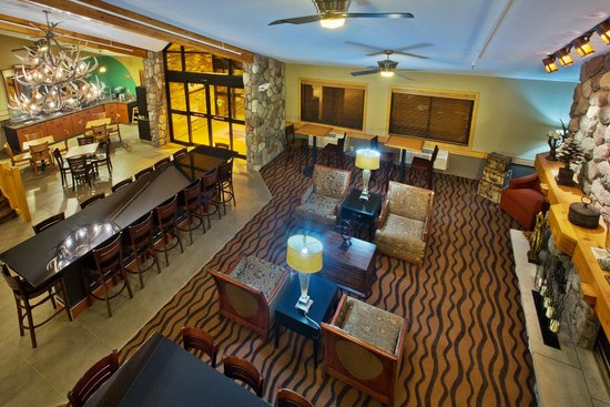 AmericInn Hotel & Suites Grand Forks: lobby