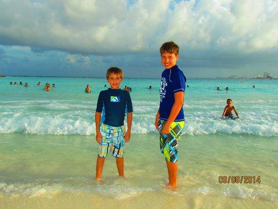 Krystal Grand Punta Cancun: Hermosas aguas color turquesa