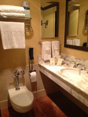 The Donatello : Bathroom