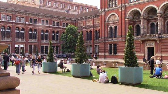 V&A  - Victoria and Albert Museum: giardino interno