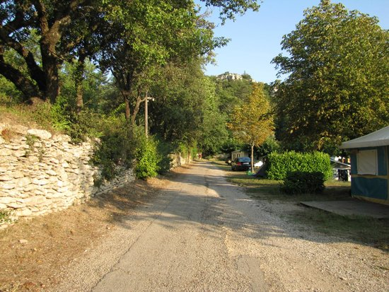 Camping LE VALLON : Path in the camping