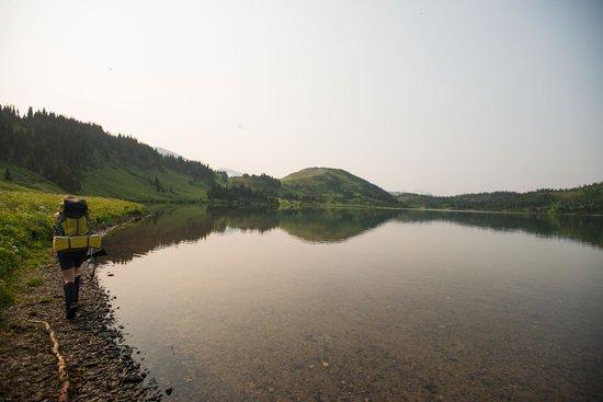Monkman Provincial Park: Hiking along Hugh Lake