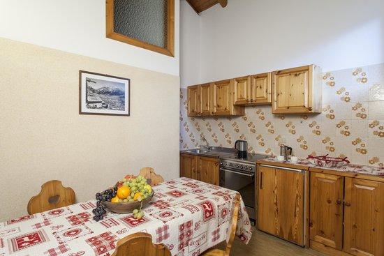 Bellavista Apartments: kitchen Chalet Bellavista Livigno