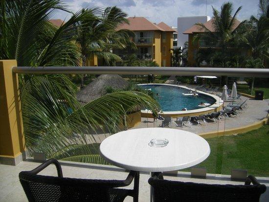 """Secrets Aura Cozumel: vue de notre chambre sur la piscine """"prefered guest"""""""