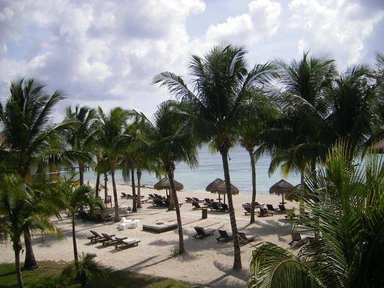 Secrets Aura Cozumel: vue de notre chambre sur la plage