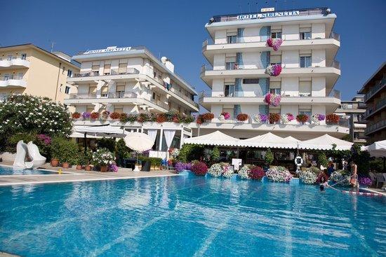 Hotel Sirenetta: Vista hotel dal mare