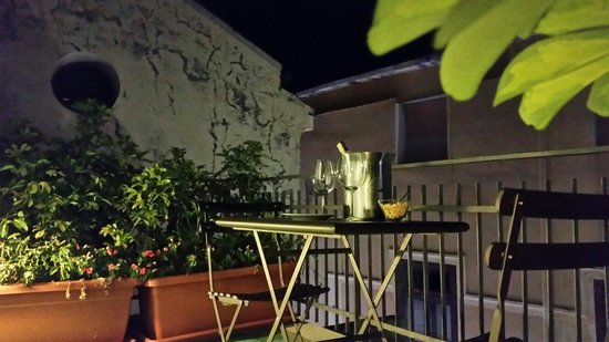 Sorrento Apartments: Vino in terrazza