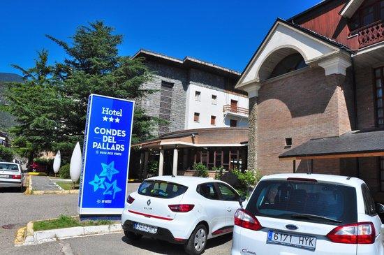 RV Hotel Condes Del Pallars: aparcamiento