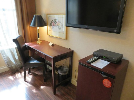 Avalon Hotel: Work desk