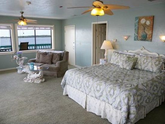 Cedar Key Harbour Master Suites: Tropical Tranquility Gulf front suite