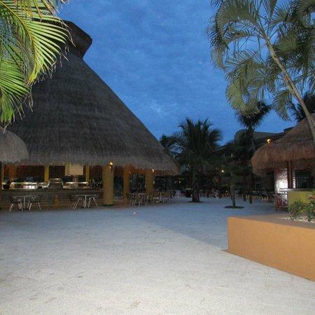 Viva Wyndham Azteca : bar piscina