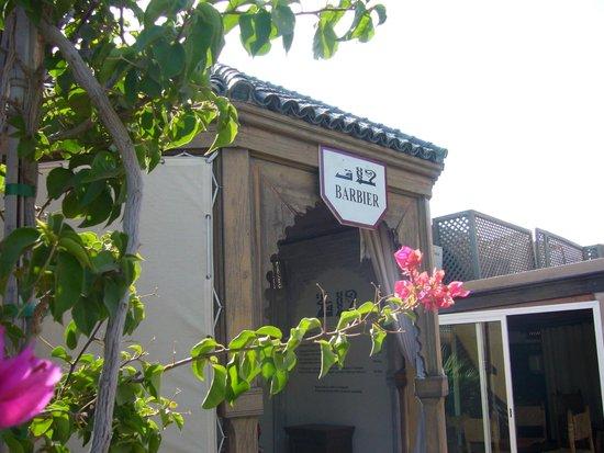 Les Jardins de la Medina: Barbier sur la terrasse