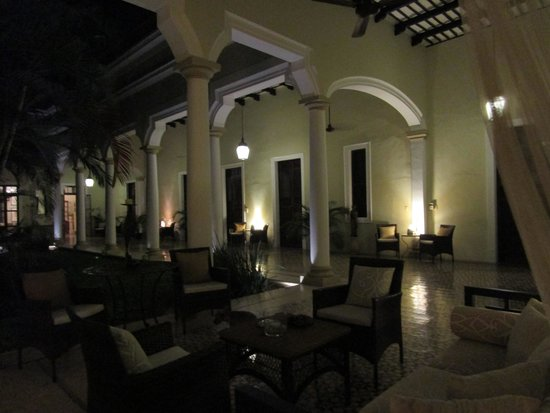 Hotel Villa Verde Merida: Evening at Villa Verde