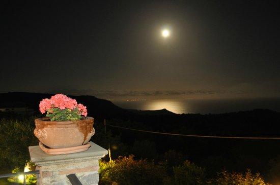 Hotel Relais du Silence Pian Delle Starze: La luna sul mare vista dalla nostra stanza