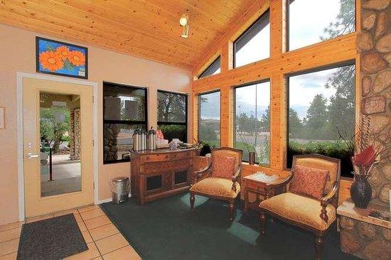 Majestic Mountain Inn: Lobby