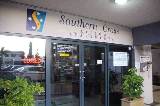 Southern Cross Atrium Apartments: レセプション