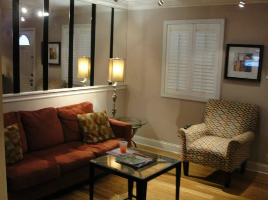 Frenchmen Orleans at 519: Living Room