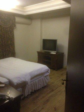 Four Seasons Place: спальня