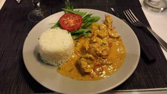 Le Tiki: piatto di pollo al curri