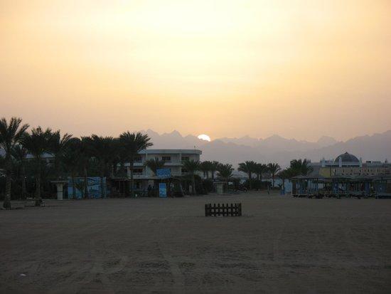 Hilton Hurghada Long Beach Resort : Закат еще одного дня!