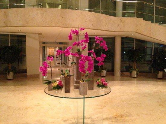 Renaissance Schaumburg Convention Center Hotel: Floral Foyer