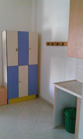 Abraham Hostel Jerusalem : Lockers in the dorm