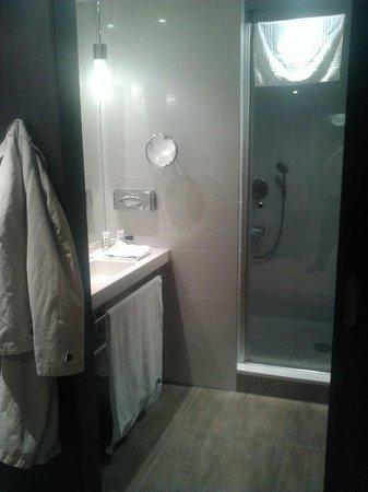 Mercure Warsaw Grand: salle de bain