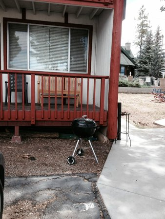 Cabins4less: Our unit and BBQ
