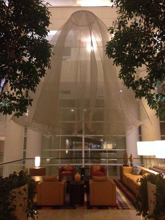 Renaissance Schaumburg Convention Center Hotel: Very nice public area