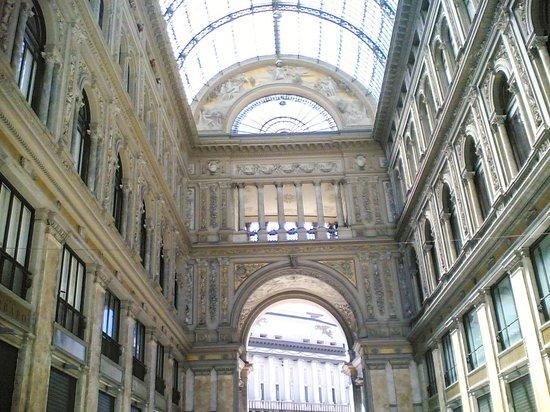 Teatro di San Carlo: il teatro visto dalla galleria Umberto I