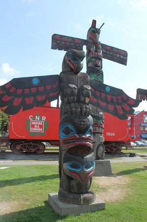 Duncan Totem Poles: Totem poles