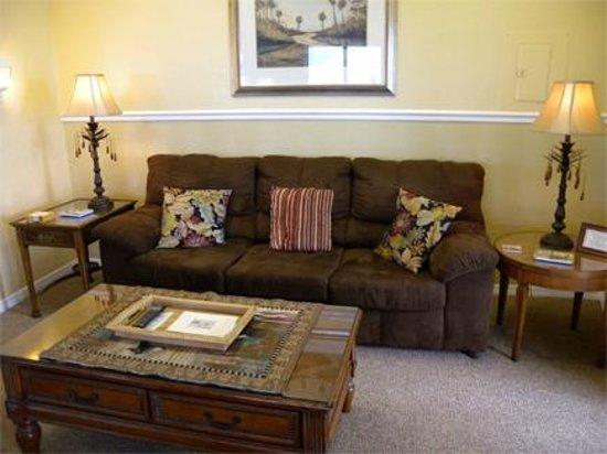 Cedar Key Harbour Master Suites: Sea Pearl living room