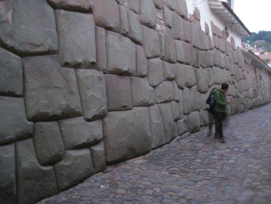 Belmond Hotel Monasterio : Inca wall 100 feet from the Monasterio Hotel
