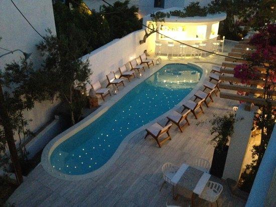 Cavo Bianco: vue de notre balcon, la piscine le soir