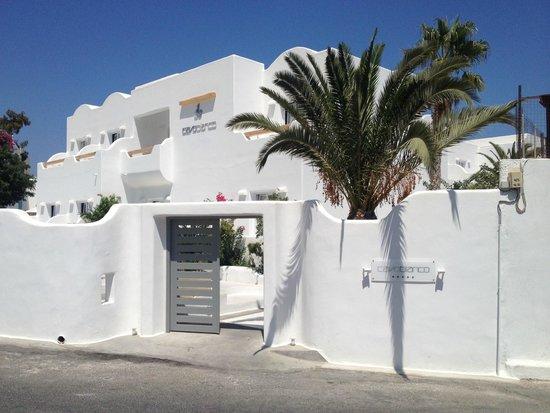 Cavo Bianco: l'extérieur et l'entrée de l'hotel