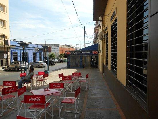 La Choperia Del Puerto: OUTDOOR SEATING
