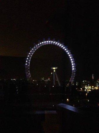 Premier Inn London Waterloo (Westminster Bridge) Hotel: View of London Eye at night from Room 1302