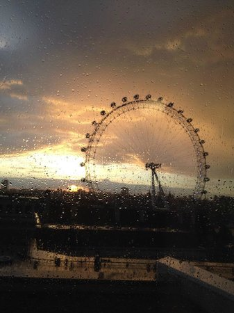 Premier Inn London Waterloo (Westminster Bridge) Hotel: View of London Eye after the rain at sunset from Room 1302