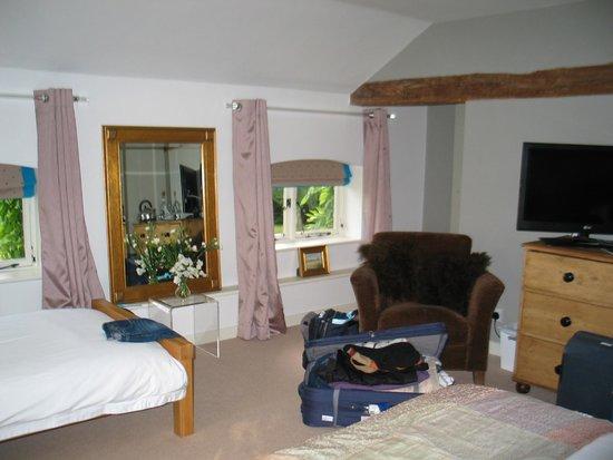 Field Green Oast Bed & Breakfast: Silk room