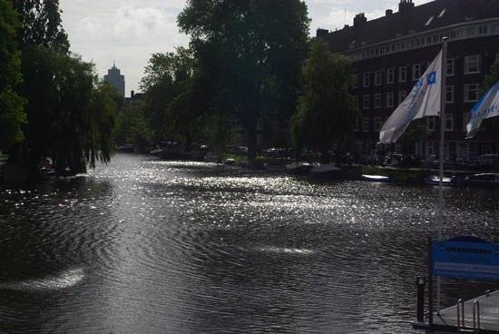 Apollo Hotel Amsterdam : View across the canal