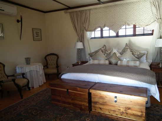 Oryx Trail Game Lodge & Safaris: Honeymoon suite