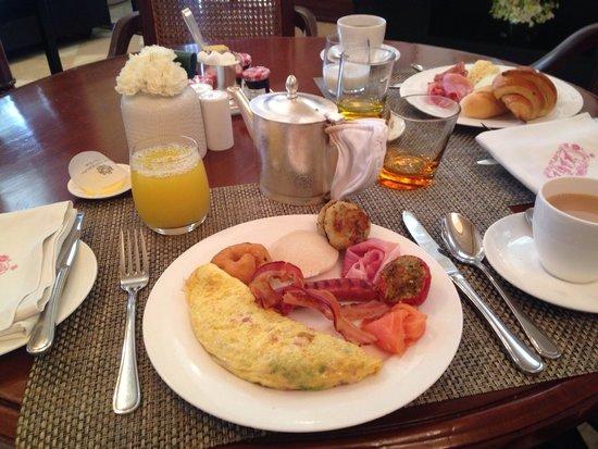 The Imperial Hotel: Breakfast rocks!
