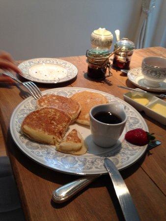 Field Green Oast Bed & Breakfast : Pancakes at breakfast