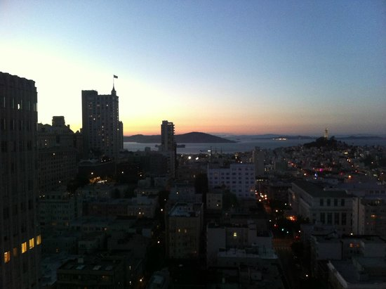 Grand Hyatt San Francisco: Sunset view - Bay view room