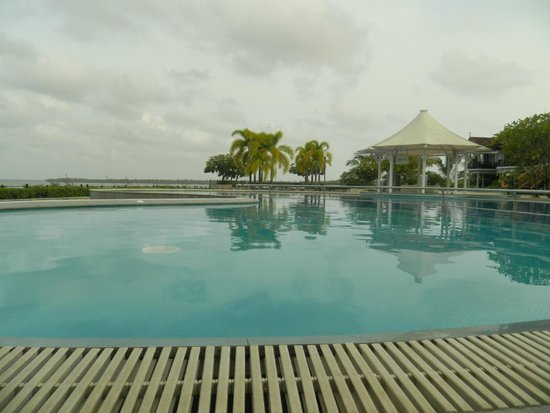 Ramada Resort Cochin: Aaaj blue hai paani panni...;-)
