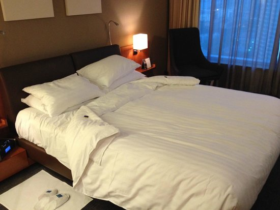 Novotel Citygate Hong Kong: The bed in Room 2116