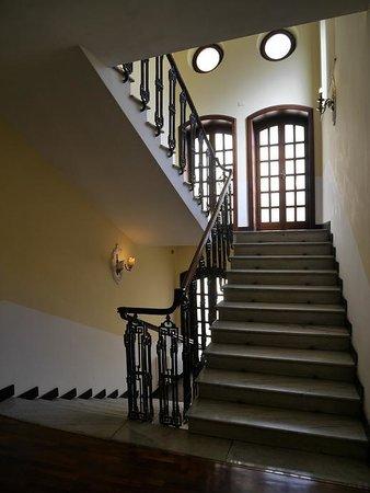 Hotel Aquila Bianca: 階段も趣があります。