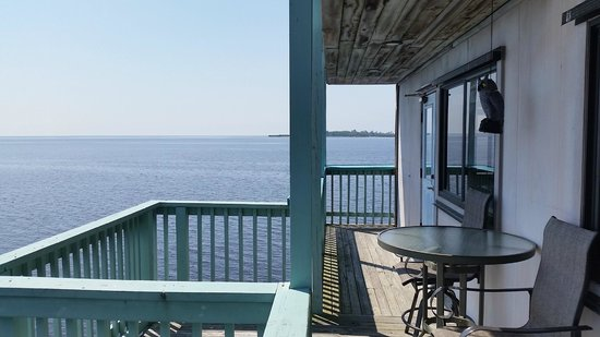 Cedar Key Harbour Master Suites : Forget Me Not Gulf front balcony