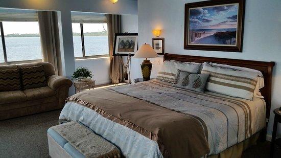 Cedar Key Harbour Master Suites : Forget Me Not suite